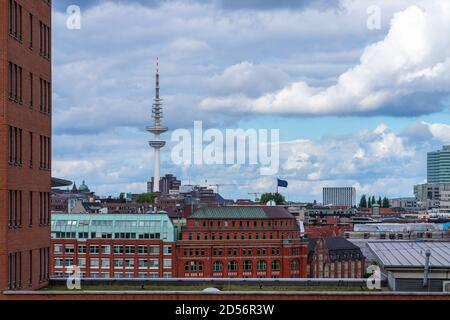 Vista grandangolare su Amburgo con bel tempo