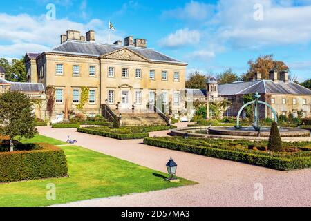 Dumfries House è una casa di campagna palladiana situata nell'Ayrshire, in Scozia. Si trova all'interno di una grande tenuta, a circa 3 km a ovest di Cumnock. Foto Stock