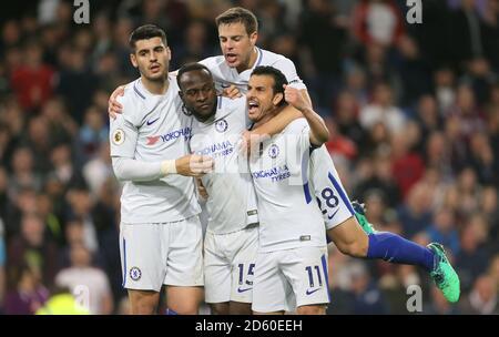 Il Victor Moses di Chelsea (centro) festeggia con i compagni di squadra Pedro (a destra) e. Cesar Azpilicueta (seconda a destra)