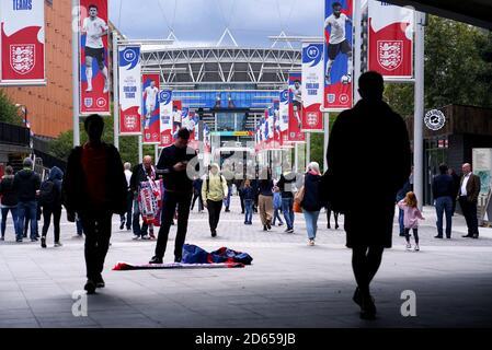 I fan percorrono Wembley Way prima della partita di qualificazione UEFA euro 2020 tra Inghilterra e Bulgaria