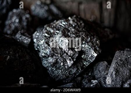 Industria del carbone. Pezzi di carbone nero primo piano.