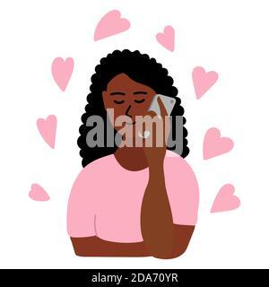 Ragazza africana disegnata a mano che parla al telefono. La donna di pelle nera di brunette tiene lo smartphone con la mano, ci sono molti cuori rosa intorno a lei Foto Stock