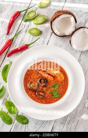Porzione di Tom Yum - famosa zuppa tailandese