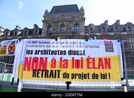 Gli architetti hanno protestato contro il progetto di legge sugli alloggi Elan il 17 maggio 2018 a Place du Palais-Royal, vicino al Ministero della Cultura di Parigi, Francia. Gli architetti hanno denunciato la proposta di privatizzazione dell'edilizia sociale; l'edilizia abitativa è più rapida ed è più economica, ma la qualità degrada rapidamente. Foto di Alain Apaydin/ABACAPRESS.COM Foto Stock