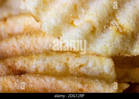 Primo piano di patatine ondeggianti Foto Stock