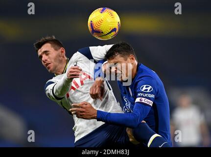 File photo datato 29-11-2020 di Tottenham Hotspur Giovani lo Celso (a sinistra) e Thiago Silva di Chelsea. Foto Stock