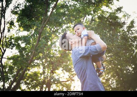 Padre e Figlio contro gli alberi