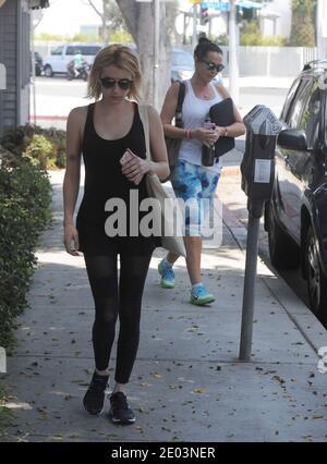 LOS ANGELES, CA - 27 GIUGNO: Emma Roberts si dirige in palestra il 27 giugno 2016 a Los Angeles, California. Persone: Emma Roberts credito: Hoo-me / MediaPunch