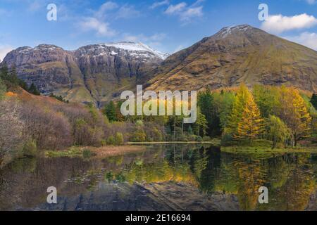Glencoe, scozia, altopiani, riflessi, autunno, autunno, colore, viaggio, destinazione di viaggio, albero, foresta, montagna, grampian, altopiani Foto Stock