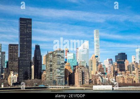 Skyline di New York City visto da Long Island City Foto Stock