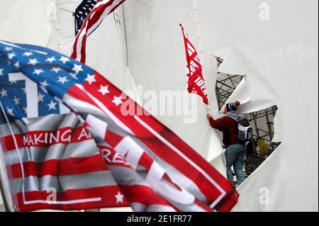 I manifestanti Pro-Trump tentano di far tempesta al Campidoglio degli Stati Uniti durante un rally per contestare la certificazione dei risultati delle elezioni presidenziali degli Stati Uniti del 2020 da parte del Congresso degli Stati Uniti, a Washington, U.S, 6 gennaio 2021. REUTERS/Shannon Stapleton