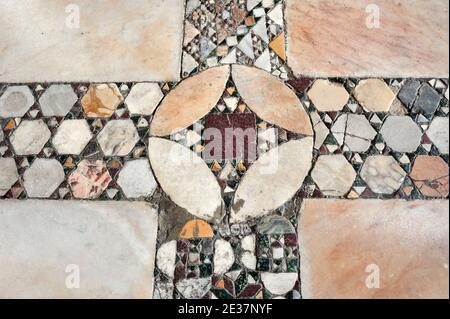 Italia, Roma, chiesa di Santa Maria in Ara Coeli, pavimento cosmatesco Foto Stock