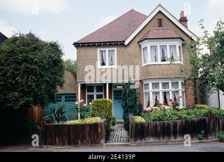 1920 casa indipendente con garage-ciottoli fronte giardino dulwich s londra Foto Stock