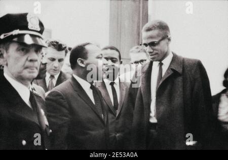 Foto d'archivio di Martin Luther King e Malcolm X in attesa di conferenza stampa. STATI UNITI. 26 marzo 1964
