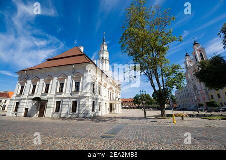 Edificio storico del Municipio di Kaunas chiamato 'il cigno bianco', Lituania