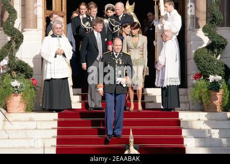File photo : il principe Alberto II di Monaco, la principessa Stephanie, il principe Ernst agosto di Hannover e la principessa Caroline lasciano la Cattedrale di Monaco dopo la messa pontificia come parte delle cerimonie di intronizzazione del principe Alberto II di Monaco il 19 novembre 2005. Il Principe Alberto II è formalmente investito come sovrano di Monaco. Il decimo anniversario del regno del principe Alberto II viene celebrato nel principato il 11 luglio 2015. Foto di Orban-Nebinger/ABACAPRESS.COM