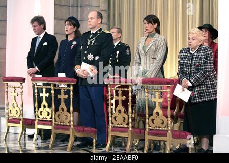 File photo : il Principe Alberto II di Monaco, la Principessa Stephanie, il Principe Ernst Agosto di Hannover e la Principessa Caroline all'interno della Cattedrale di Monaco durante la Messa pontificia nell'ambito delle cerimonie di intronizzazione del Principe Alberto II di Monaco il 19 novembre 2005. Il Principe Alberto II è formalmente investito come sovrano di Monaco. Foto piscina di David Niviere/ABACAPRESS.COM