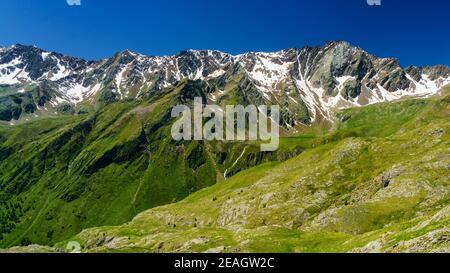 Passo Gavia, provincia di Brescia, Lombardia, Italia: Paesaggio lungo il valico estivo