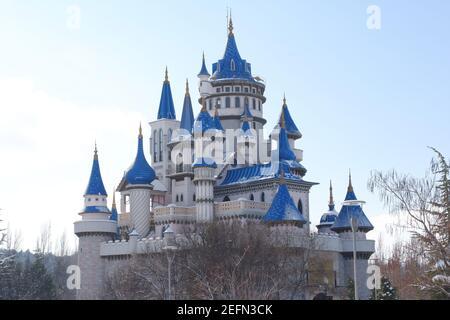 Racconto Castello sotto la neve in inverno Foto Stock