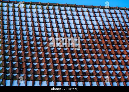 Sfondo astratto dalla neve su un tetto Foto Stock