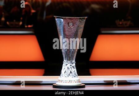 Calcio Calcio - Europa League Group Stage Draw - Monaco - 25 agosto 2017 Vista generale del tropy REUTERS/Eric Gaillard Europa League Foto Stock