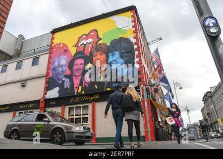 Un nuovo murale di Subset Dublin che rende omaggio ai Rolling Stones, una leggendaria rock band inglese, è apparso nel centro di Dublino, appena un paio di giorni prima del concerto del gruppo al Croke Park di giovedì. Il dipinto presenta tutti e 4 i membri della band e può essere visto sopra il pub di JJ Smyth. Lunedì 14 maggio 2018 a Dublino, Irlanda. Foto di Artur Widak