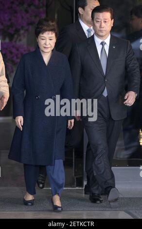 (170322) -- SEOUL, 22 marzo 2017 (Xinhua) -- il presidente sudcoreano Park Geun-hye lascia l'ufficio dei pubblici ministeri a Seoul, Corea del Sud, 22 marzo 2017. (Xinhua/Lee Sang-ho) (hy) (Foto di Xinhua/Sipa USA)