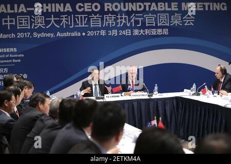 (170324) -- SYDNEY, 24 marzo 2017 (Xinhua) -- il Premier cinese li Keqiang (3° R) e il primo ministro australiano Malcolm Turnbull (2° R) partecipano alla sesta riunione della tavola rotonda del CEO Australia-Cina a Sydney, Australia, 24 marzo 2017. (Xinhua/Pang Xinglei) (lb) (Foto di Xinhua/Sipa USA) Foto Stock