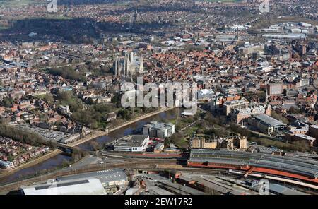 Aereo del centro di York dalla stazione ferroviaria guardando est Foto Stock