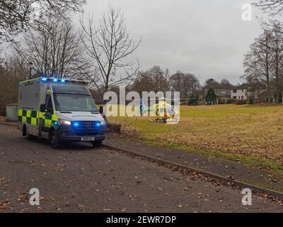Letham Grange, Colliston, Scozia, Regno Unito, 3 marzo 2021, Un Air Ambulance SCAA al Letham Grange Old Golf Course che raccoglie una casualty da un incidente.