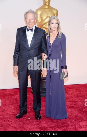Il regista Clint Eastwood arriva al 87esimo premio annuale dell'Accademia tenuto al Dolby Theatre il 22 febbraio 2015 a Hollywood, California. (Foto di Anthony Behar) *** utilizzare credito dal campo di credito *** Foto Stock