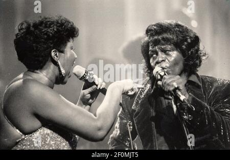 James Brown, a destra, suona con Aretha Franklin a Detroit, Michigan, nel gennaio 1987. Brown era conosciuto come il Padrino dell'anima, mentre Franklin era conosciuto come la Regina dell'anima. (Foto di Richard Lee/Detroit Free Press/TNS/Sipa USA) Foto Stock