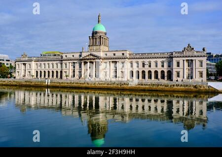 Repubblica d'Irlanda; Dublino, la Custom House, UN edificio neoclassico del XVIII secolo progettato da James Gandon