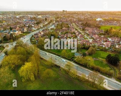Vista aerea dello skyline di York, Regno Unito, guardando a sud-ovest da Monk Stray con York Minster in lontananza. Foto Stock