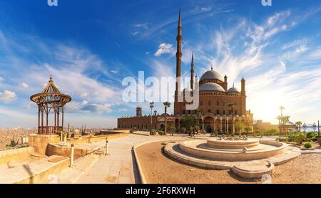 La Grande Moschea di Muhammad Ali Pasha o la Moschea dell'Alabastro nella Cittadella del Cairo, Egitto.
