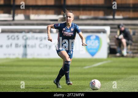 Bath, Regno Unito. 04th Apr 2021. LIA Walti (Arsenal 13) controlla la palla (azione) durante il gioco fa WSL tra Bristol City e Arsenal a Twerton Park a Bath, Inghilterra Credit: SPP Sport Press Photo. /Alamy Live News