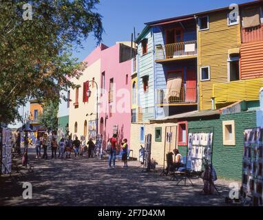 A tinte pastello di edifici colorati, Caminito Street, La Boca, Buenos Aires, Argentina