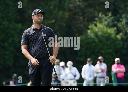 Augusta, Stati Uniti. 8 aprile 2021. Jon Rahm reagisce dopo aver indossato la quarta buca durante il primo round del 2021 Masters Tournament all'Augusta National Golf Club di Augusta, Georgia, giovedì 8 aprile 2021. Foto di Kevin Dietsch/UPI Credit: UPI/Alamy Live News