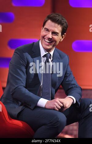 USO EDITORIALE SOLO Tom Cruise durante le riprese per il Graham Norton Show presso il BBC Studioworks 6 Television Center, Wood Lane, Londra, che sarà trasmesso sulla BBC One il venerdì sera.