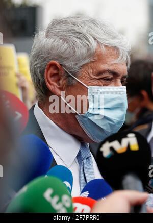 L'ex primo ministro portoghese Jose Socrates arriva in tribunale per ascoltare la regola se egli sarà processato per le accuse di corruzione, a Lisbona, Portogallo, 9 aprile 2021. REUTERS/Pedro Nunes