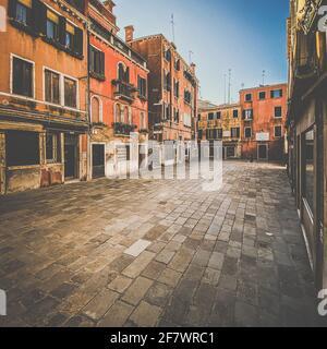 Venezia, Italia, 13 febbraio 2021 - Piazza a Venezia senza persone durante la crisi COVID-19, Italia Foto Stock
