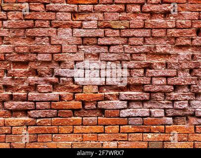 Parte orizzontale di un vecchio muro di mattoni rossi veneziani, sfondo,