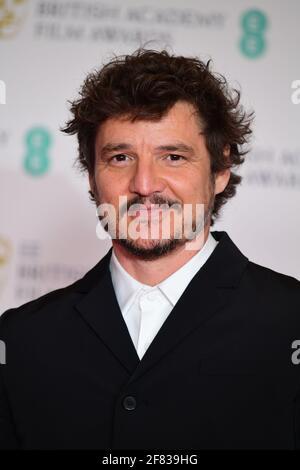 Pedro Pascal arriva per l'EE BAFTA Film Awards alla Royal Albert Hall di Londra. Data immagine: Domenica 11 aprile 2021.