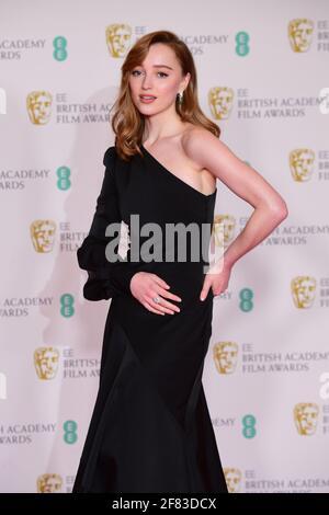 Phoebe Dynevor arriva per l'EE BAFTA Film Awards alla Royal Albert Hall di Londra. Data immagine: Domenica 11 aprile 2021.