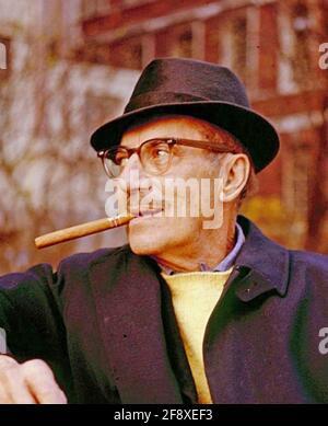 GROUCHO MARX (1890-1977) comico americano, palco, film e attore televisivo, circa 1955 Foto Stock