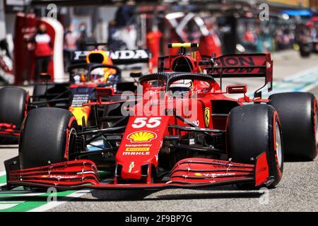 Carlos Sainz Jr (ESP) Ferrari SF-21. Gran Premio Emilia Romagna, sabato 17 aprile 2021. Imola, Italia.
