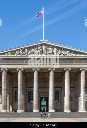 Ingresso principale, il British Museum, Great Russell Street, Bloomsbury, Greater London, England, Regno Unito