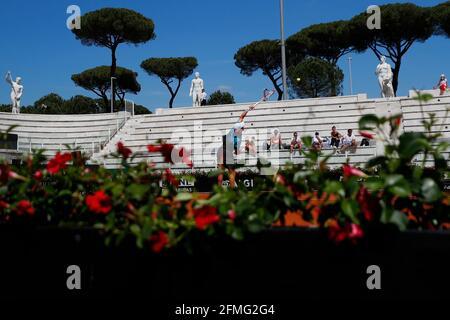 Tennis - ATP Masters 1000 - Open Italiano - Foro Italico, Roma - 9 maggio 2021 Vista generale all'interno dello stadio durante la partita REUTERS/Guglielmo Mangiapane