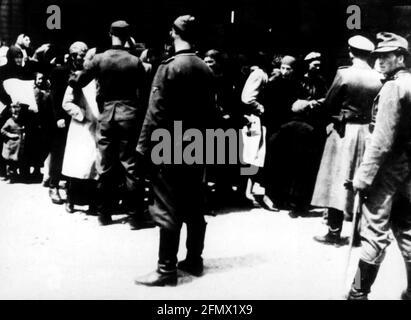 Nazismo / nazionalsocialismo, crimini, campi di concentramento, Auschwitz, Polonia, Selezione alla rampa, circa 1943, SOLO PER USO EDITORIALE