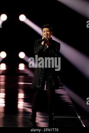 Rotterdam, Paesi Bassi. 13 maggio 2021. Vincent Bueno, in rappresentanza dell'Austria, ha eseguito la canzone Amen alla prova del concorso di canzoni Eurovisione 2021. Credit: Nearchos/Alamy Live News